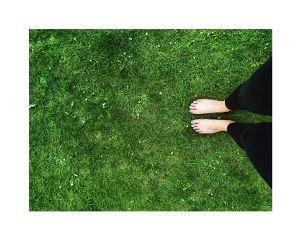 green grass foots barefoot bright