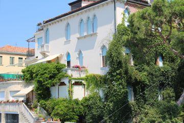 facade italy sunny summer plants