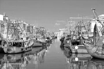 blackandwhite boats water reflection