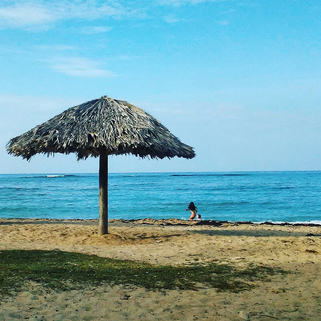 Summerthing   #summer #beach #bestoftheday #radafotosmania #radaShot ⬜️  #minimal #toptags @top.tags #minimalove #minimalistic #minimalism #simplicity #minimalisdb #stayabstract #photography