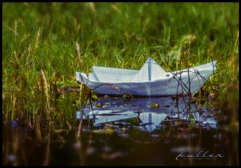paperboat puddle pfütze wiese meadow