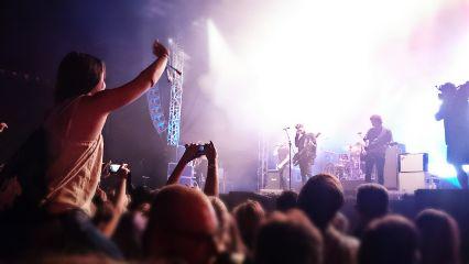 strandfeszt youmeatsix concert summer party