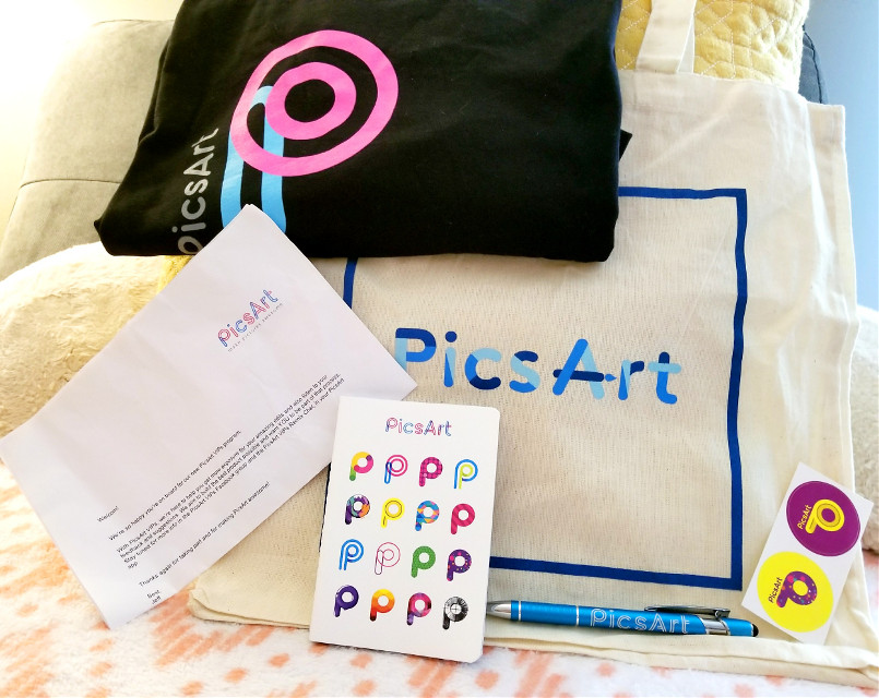 Thank you so much @pa for the package. I am so honored to be apart of this family. This app is such an amazing outlet and allows you the freedom to express yourself artistically. I also want to thank my followers. Without you I wouldn't be here. #wow #pa #picsart #pen #bag #shirt #letter #stickers #booklet #thankful #vips
