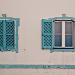 oldbeachhouse windows woodshuters checkered blueandwhite