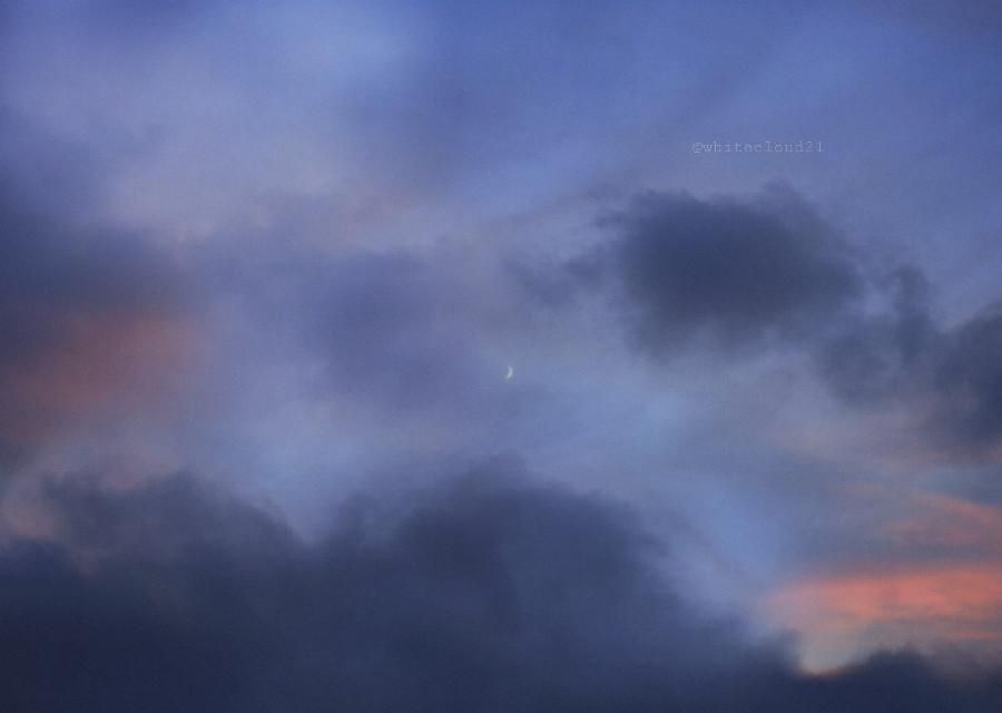 #myphotography #photographedbyme #sunset #sky #moon #photography #coloursofnature #nature #naturephotography #cloudysky @pa