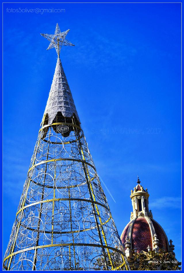 Arbre de Nadal /Christmas Tree (Plaça de l'Ajuntament, València, Spain)  #christmastree #christmas2017 #valencia #valenciaspain