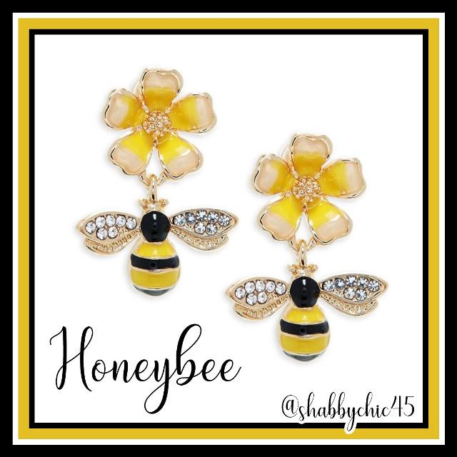 #poshmarkboutique #poshmark.com/closet/shabbychic45 #poshmarkclosetshabbychic45 #honeybee #earrings #honeybeeearrings