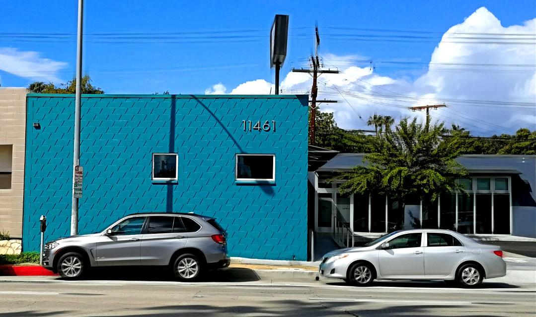 Blue building #blue #brightblue #sky #clouds #bluesky #streetcorner #streetscene
