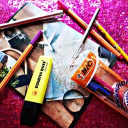 backtoschool2018 pens glitterbackground notebooksforbacktoschool colores pcschoolsuppliesflatlay schoolsuppliesflatlay