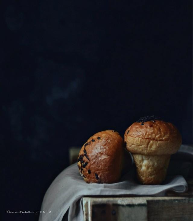 #bread #bluder #baking #bakingday #foodphotograpby #negativespace #food #lowkeyphotography