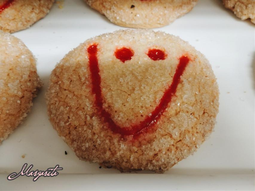 Good morning! ¡Buenos días! En sus besos lleva el color de mi sonrisa. 💋❤  #cookie #smile #sugarcookie #sweet #goodmorning #septembermorning #love #smilesfordays #emotions #myphotography #mylife