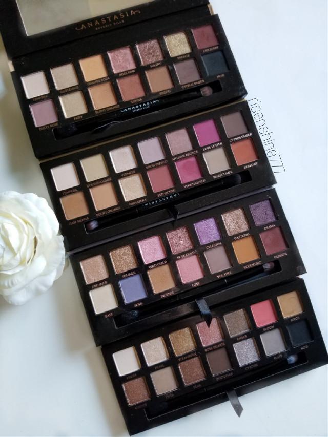 #anastasiabeverlyhills #palette #makeup #makeuppalette #flatlay