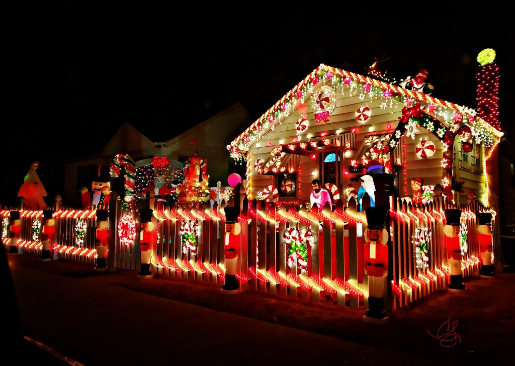 Colorful Christmas Lights On House.Pclight Light This Is A Real House They Decorate Every