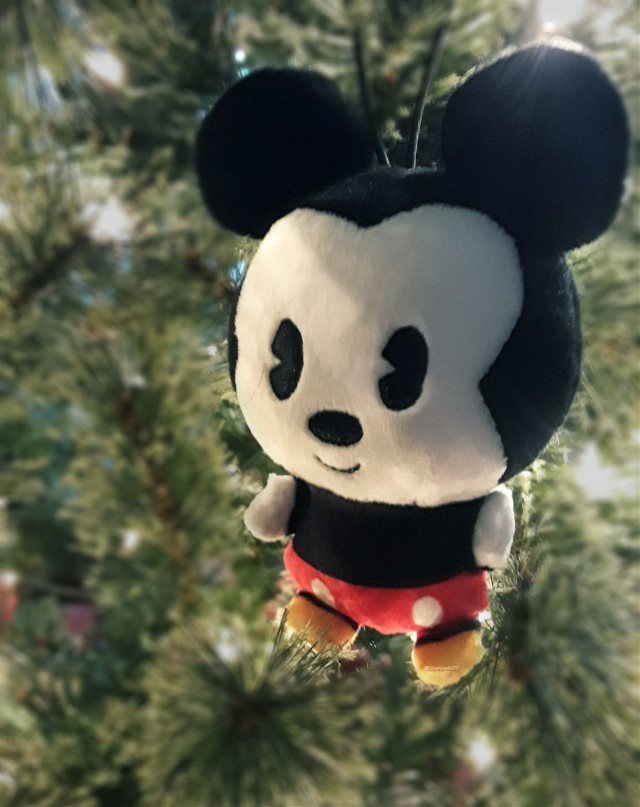 🌲❤mErRy cHrIsTmAs❤🌲  #ornament #mickeymouse #plush #cute #christmas #photography