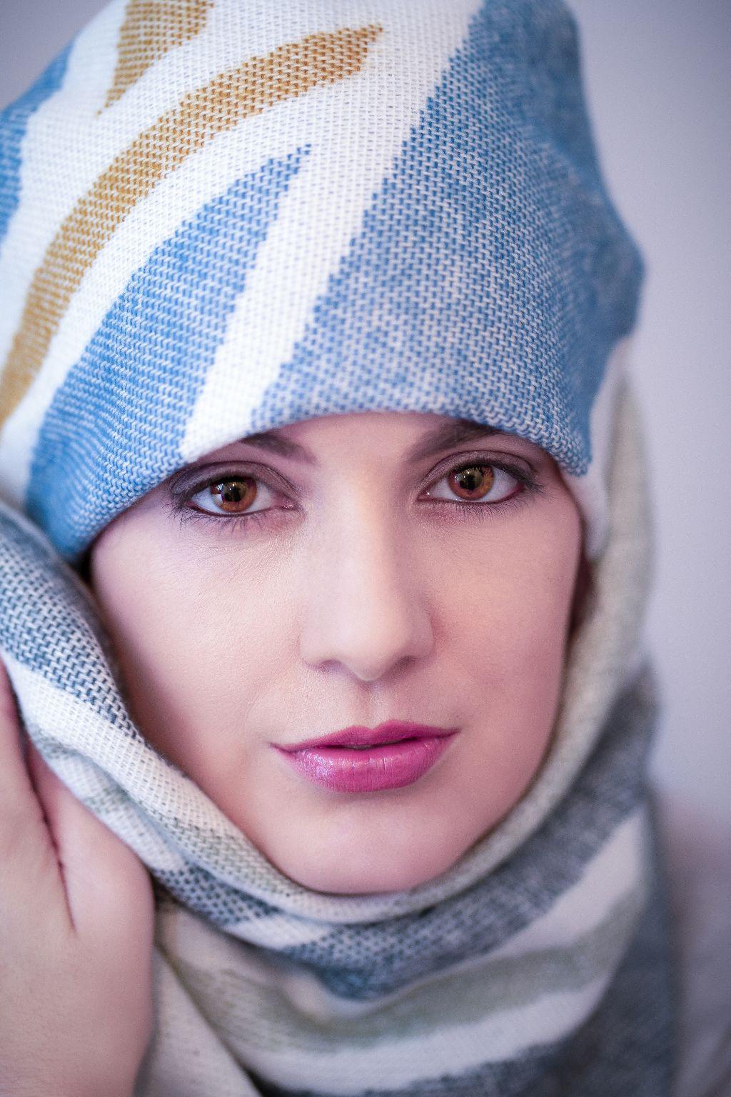 #Retrato impactante de la #belleza #española. Cámara #sony a7 iii con flash #godox. #Fotografía de #estudio y retoque en #Photoshop.  #photooftheday #photo #photografer #photography #woman #girl #model #modeling #modelface #facebeauty #beauty #muse #pose #posing #beautifulgirls #beautiful #spain #alicante #fotografoalicante #fashion #portrait #eyes