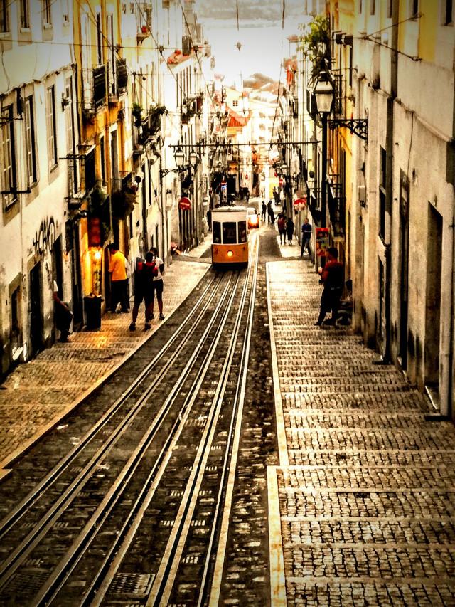 #lisbon #metro #electrico #electric #street #walk #people #beautiful #beautifulday #trip #travel