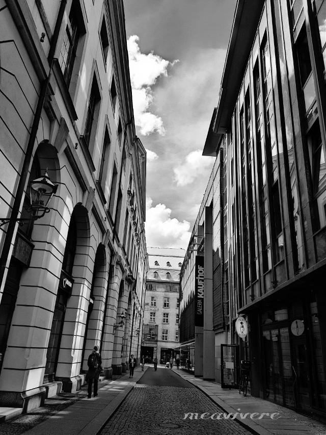 #blackandwhite #urban #travel #germany #capture #architecture #city #citylife #streetphotography #photography #street #monocrome #lightandshadow #bnw_captures #bnwphotography #bnwedit #bnw_street #bnw  #bnwphoto #bnw_planet #fotografie #clouds