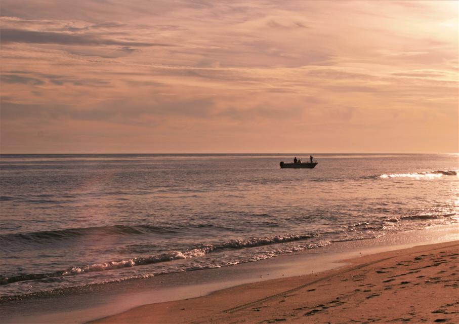 #freetoedit #naturephotography #atlanticocean #boat #peoples #goldenhour #cloudsandsky Happy Friday 😃🖐