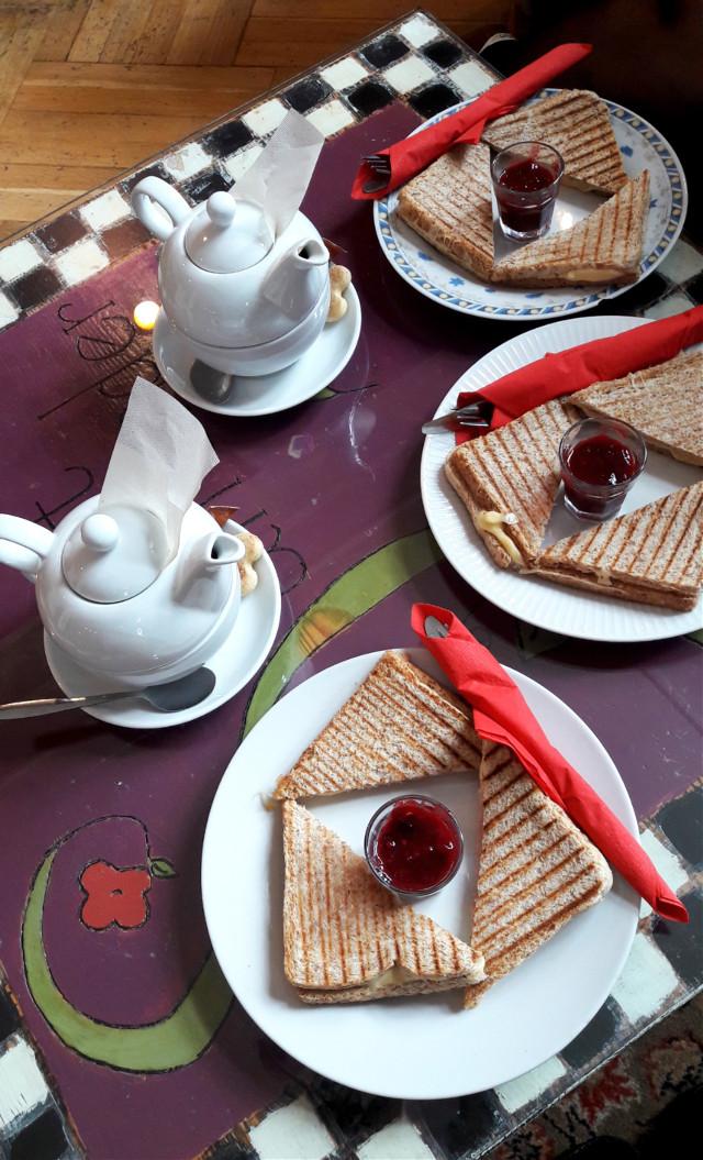 #timewithfriends #lovelytime #yummy #sandwich #tasty #bread #breakfast 😍   #freetoedit
