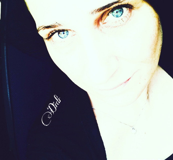 "Those who really love you come to you on time, not when they have time.""   Chi ti vuole davvero bene arriva da te in tempo, non quando ha tempo. #blueeyes #love #nolies #me #selfieday #selfie #blue #picsartedit #picsarteffecs #time #live  #woman   #freetoedit   #quotes #quote #eyes """
