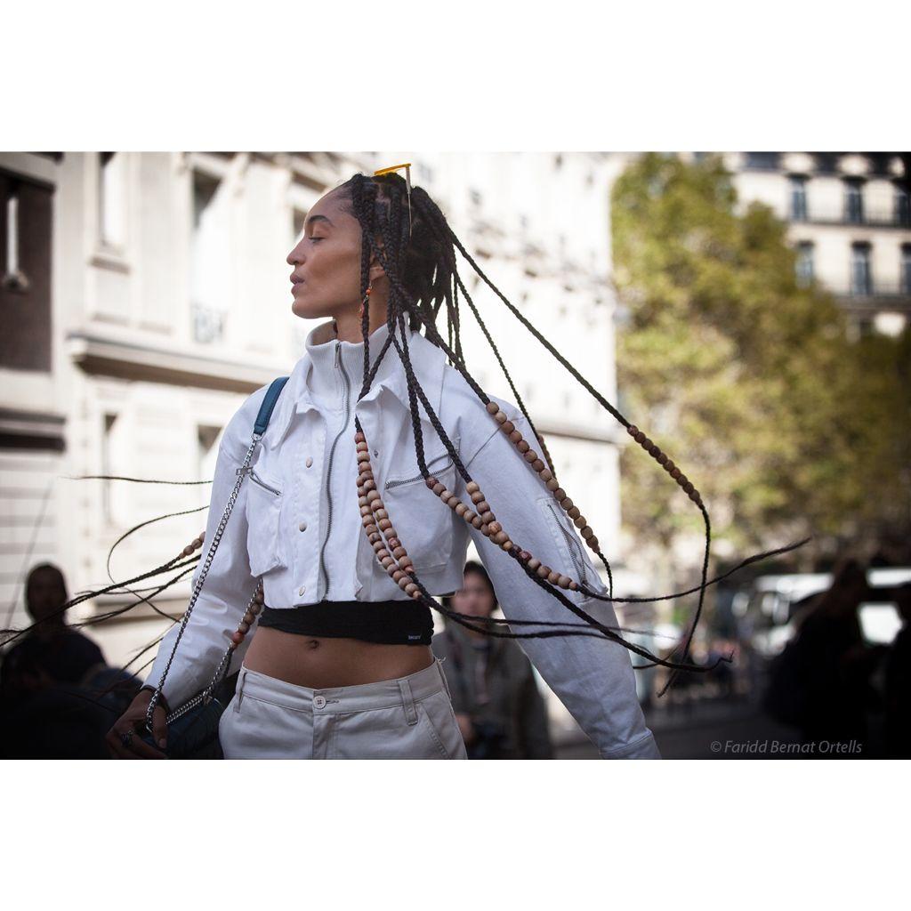 Millenial 2.0 Model off duty , mervelious Indira Scott , swinging her dread locks after work #streetsnap #pfw #fashion #models #indirascott #interesting  #instagood #parislove #streetphotography #inthemoment #allrightsreserved ©️faridbernatortells