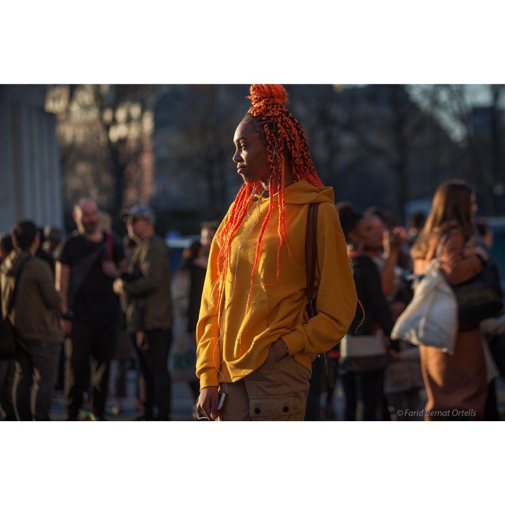 Millenial 2.0 fashionista at Palais de Chaillot during #parisfashionweek streetsnap #pfw #fashion #models #indirascott #interesting  #instagood #parislove #streetphotography #inthemoment #allrightsreserved ©️@fboparis