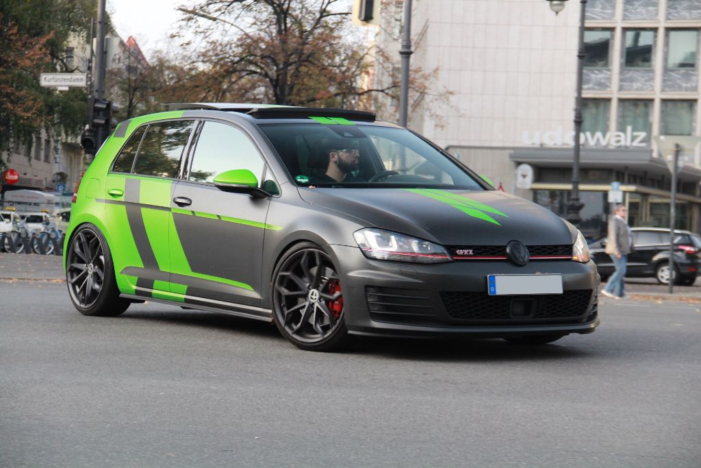 I like this design 🤔👍🏽 VW Golf GTI  #follow  @gt-master-918 🏎 @27mxi2x19 ❤️🔋📱 @elias_ov 😎🏝 @larrylarson 😎📷 @basicb33 @kalle_heikrodt @mariabasilioz @supercar_lover  😊 @marianld 😀😎🏎 @happy_sharma6873  #car #berlin #auto #street #straße #green #grün #gray #grau