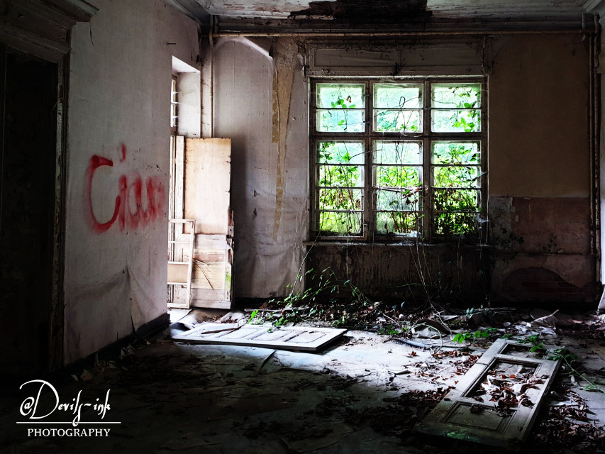6th lost place collection No.6  Children's sanitarium  #freetoedit #lostplace #abandoned #architecture #room