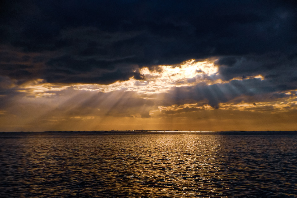 Ray of Hope #freetoedit #mobilephotography #zenfone5 #zenfone #cloudporn #sea #sunset