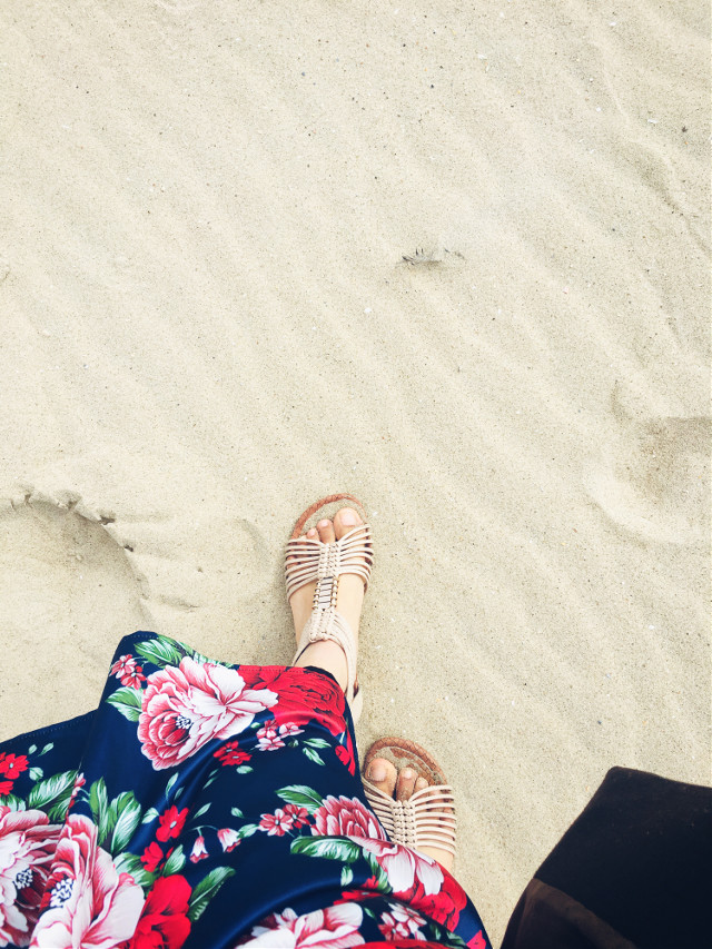 #freetoedit #beach #feetselfie #beachsand #sand #walking #wanderer #flowerskirt #skirt