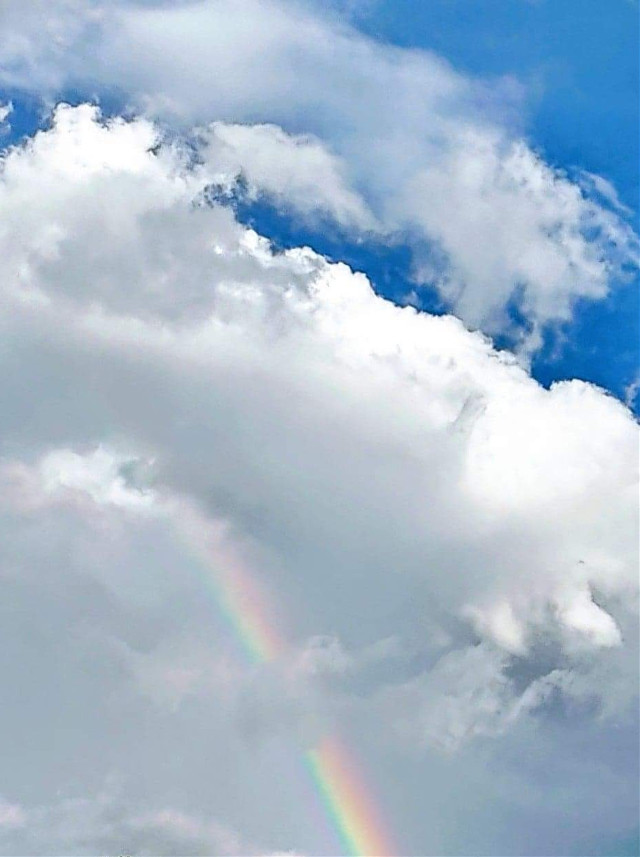 #blueskywithclouds #blueskyandcloudsrainbow #beautifulsky #pctheblueabove #theblueabove