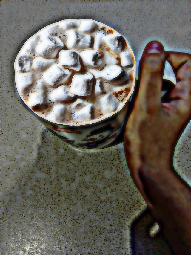 Так хорошо пити какао з маршмелоов в себе в дома