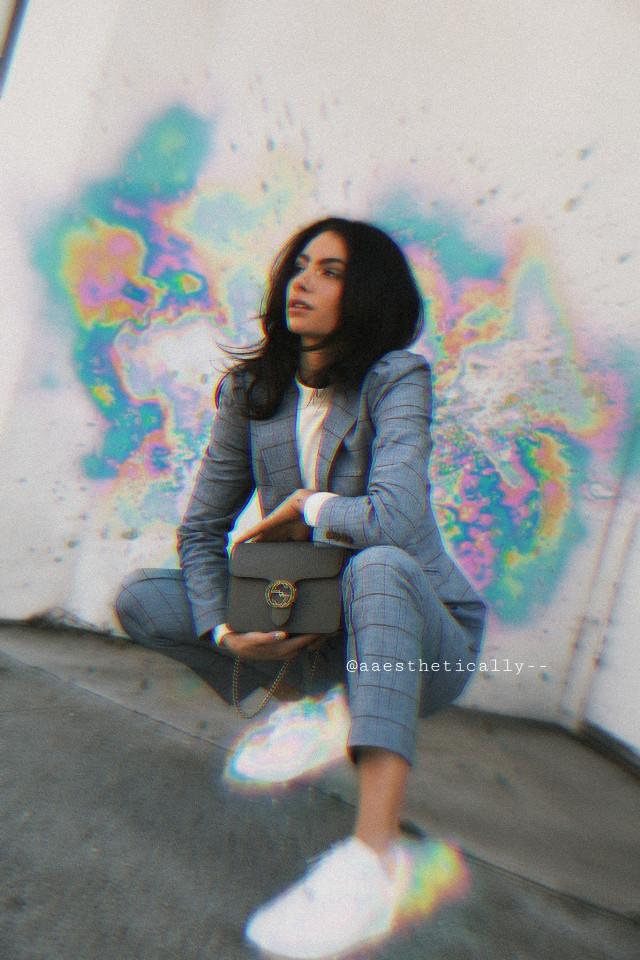 I'm hiding and deleted all of my old post becuz it's ugly😭  Hope you understand  You can check it on my public post :) #freetoedit #hologram #colorful #glitch #focus #people #woman