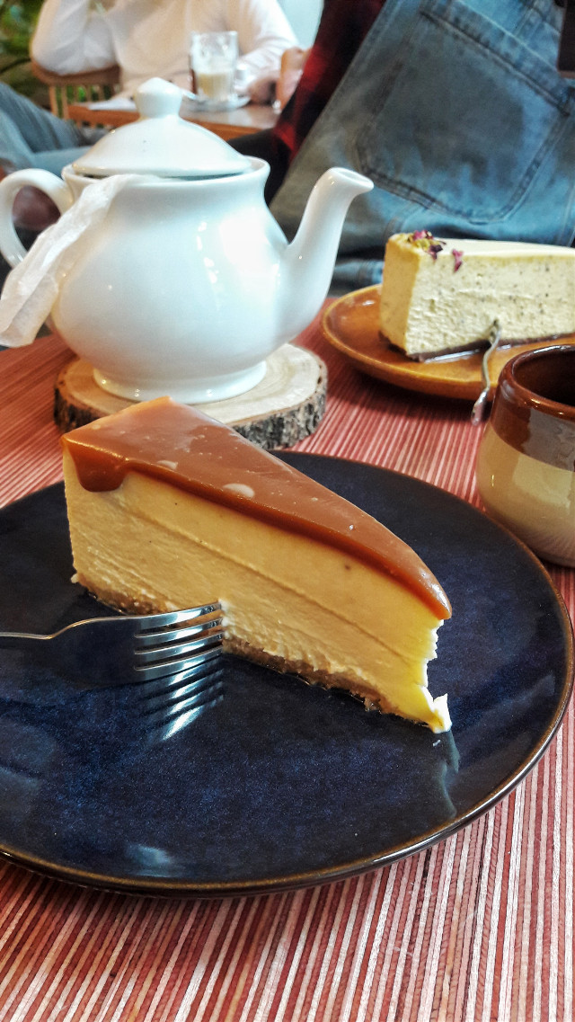 #cheesecake #yummy #timewithfriends #delicious #cake #tea 😍   #freetoedit