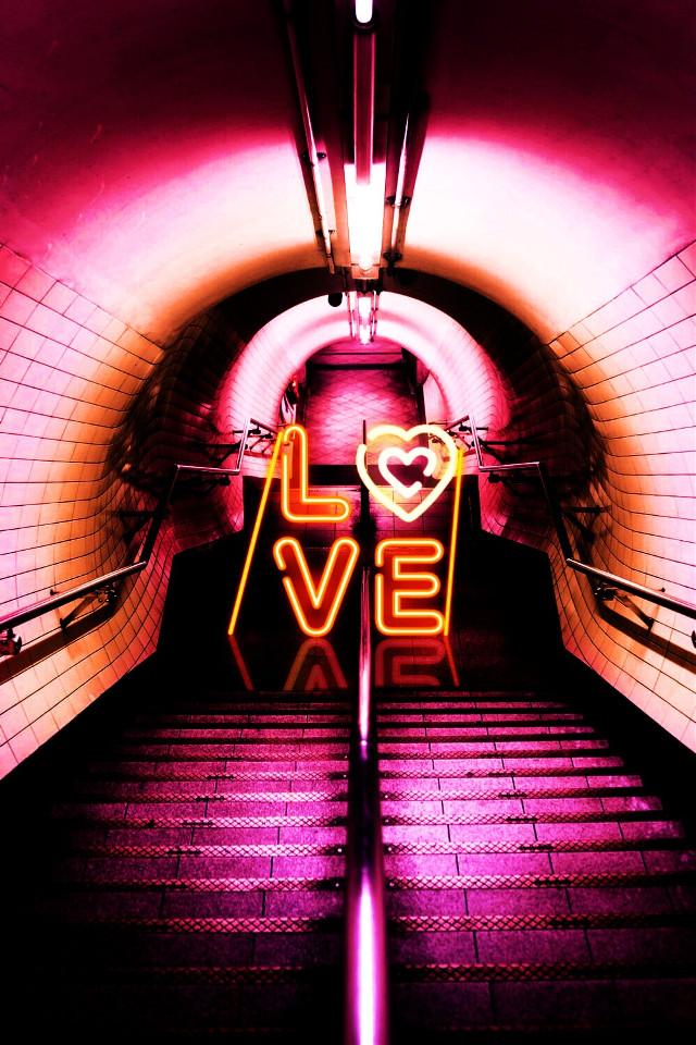 #freetoedit #neon #underground #love #неон #неоновыенадписи #неоновая #метро  # любовь