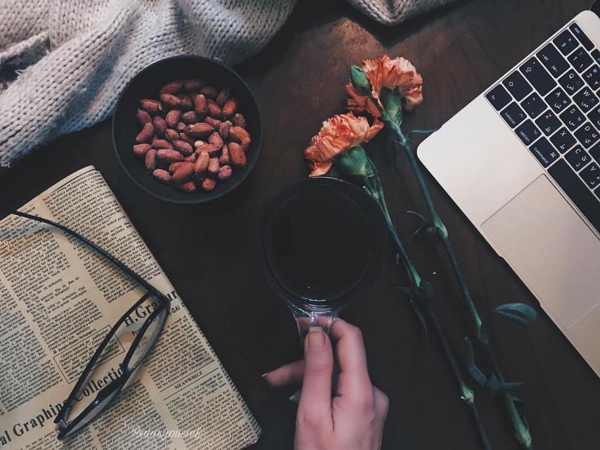 @picsart #stilllife #stilllifephotography #shelfie #macbook #flowers #mood #interesting #art #photography