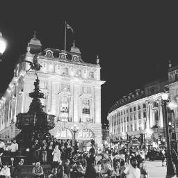crowds tourists notnow youdontseethiseveryday london