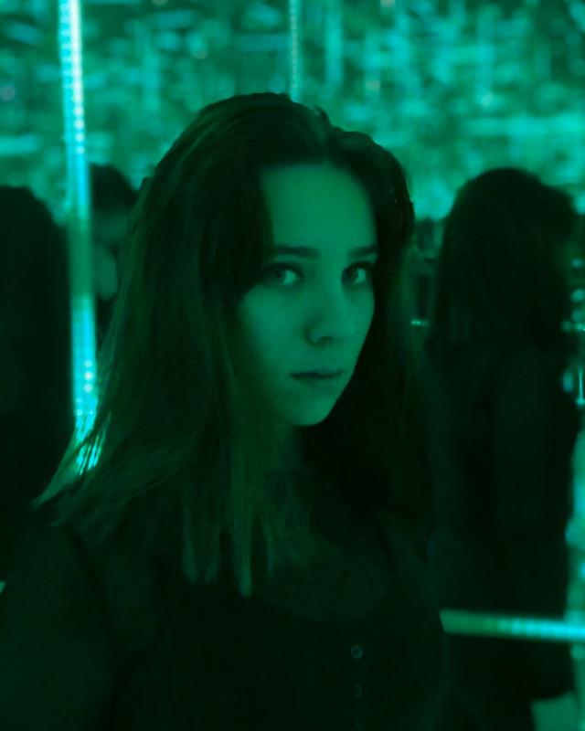 #green #mirrorart #mirroreffect #greenlight #playwithlights