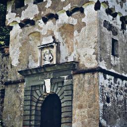 castle door oldbuilding gate