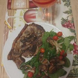food steak salad rosé wine