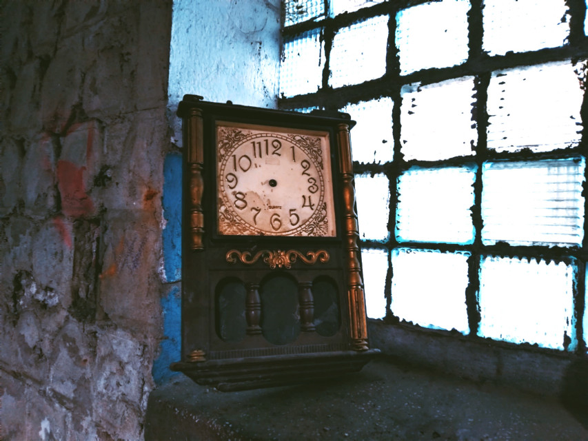 Dum spiro, spero...  #old #decay #wall #texture #clock #time #abandoned #urbex