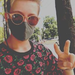 peacesign selfie guy sunglasses facemask