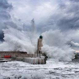 cassis phare lighthouse sea waves