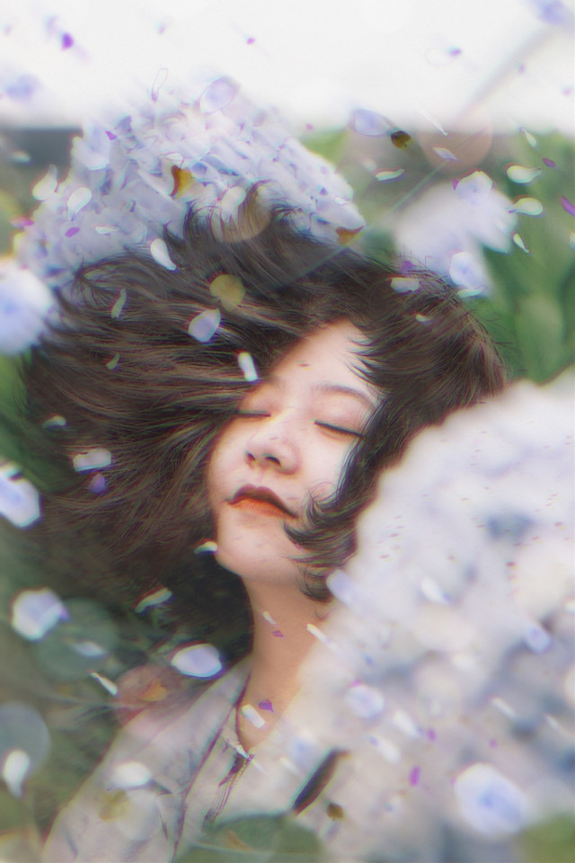 #freetoedit #woman #petals #hair #wind #blowinghair #leafs #ftestickers #magicbrush #madewithpicsart #picsarteffects
