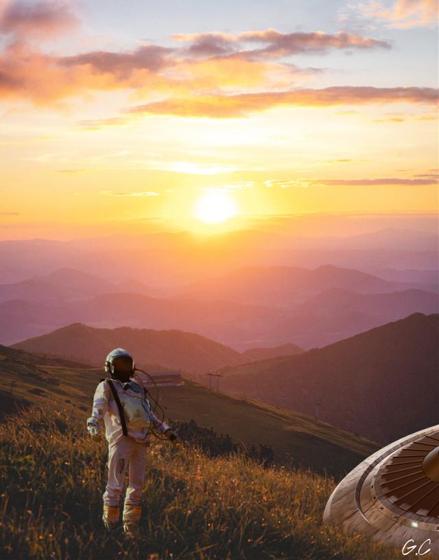 Light will guide you home💫// La luz te guiará a casa💫 . . . . . #light #sunshine #astronaut #spaceship #art #photography #graphicart #sunlight #nature #mountains #sky #nature #sol #astronauta #grass #sunrise #girlcreates #naturaleza