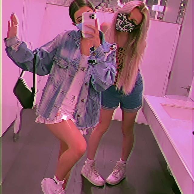Charli and madi. ~ Hey loves i love you all so much have an amazing day and you are so beautiful. ~ #charlidamelio #madimonroe #tiktok #filter #instagram #edit #90saesthetic #selfie #pink #glitter #followforfollow #charli #idol #realpeople  #freetoedit #peace #rain #follow #angel #fanpage #charlifan #aesthetic #summer #photography #love @charli_chacha @safairdamlioo @charlidameliofiv @katielollipop_x