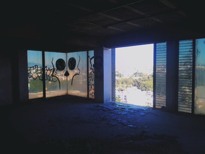 El fin del mundo ya ha durado mucho Y todo empeora Pero no se acaba.      José Emilio Pacheco. #birdbox #abandoned #decay #building #window #grunge #ruins #urban #urbex #urbexexploration