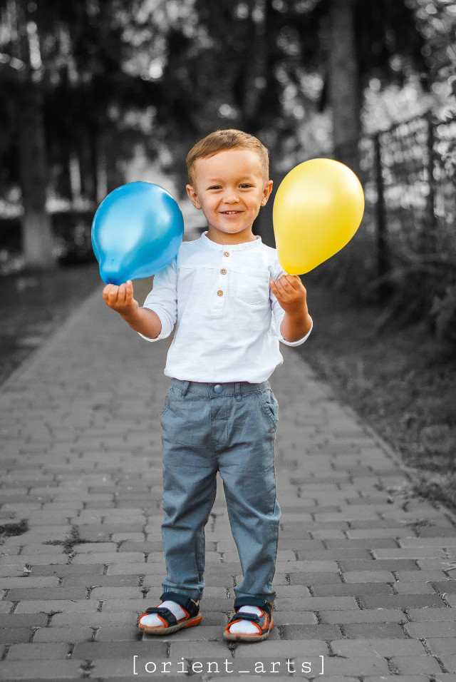 Edit by: @orient_arts   #cute #child #balloon #colorsplash #colorsplasheffect #blackandwhite #orient_arts #Madewithpicsart #heypicsart #makeawesome
