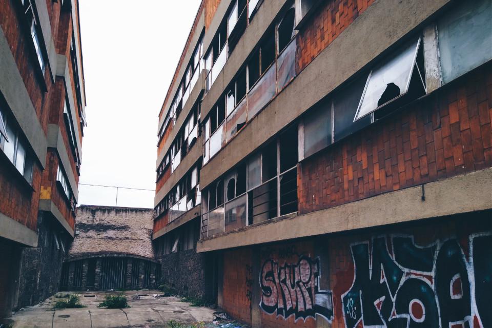 Interludio https://m.youtube.com/watch?v=Fzl3beiu71Q #old #abandoned #decay #window #ruins #urbex #urbexexploration