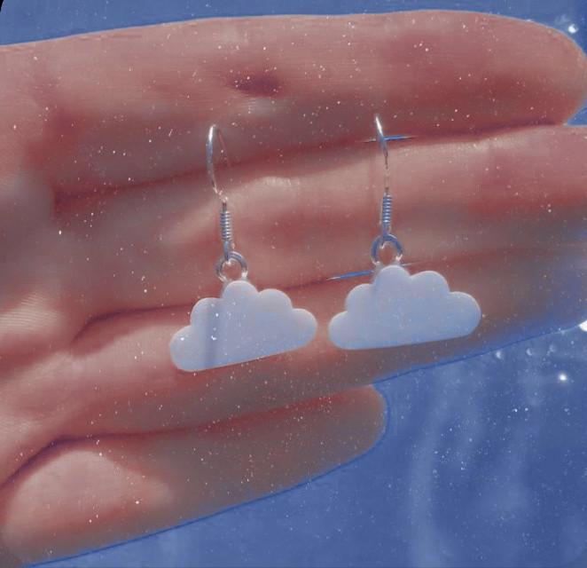 ☁️😻.  . . . #earrings #clouds #aesthetic